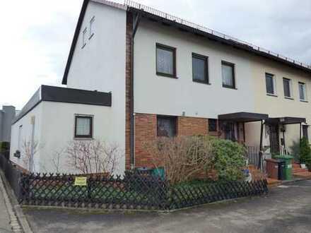 TOP Reiheneckhaus in Feucht, 163 m² Wfl., 249 m² Grundstück