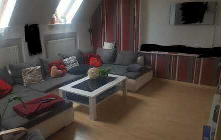 2-Zimmer-DG-Wohnung mit EBK, Abstellkammer und Garage in Ingolstadt / Seehof (Altbau)
