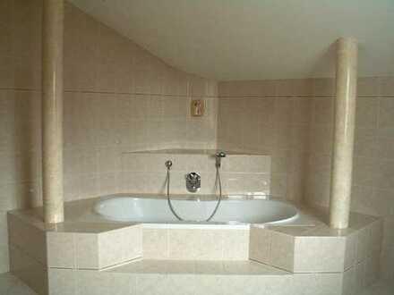 Luxus-DG-Wohnung, I. OG, 3 Zi./Küche/Bad mit großem Süd-Balkon und Sauna- und Ruheraumnutzung