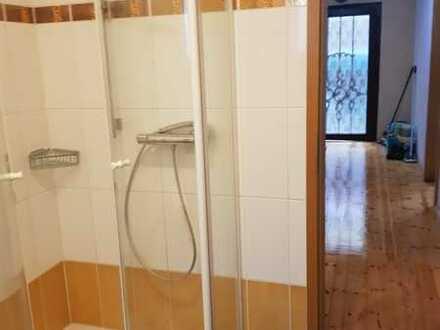 Gepflegtes Einfamilienhaus mit sieben Zimmern und EBK in Weyher in der Pfalz, Weyher in der Pfalz