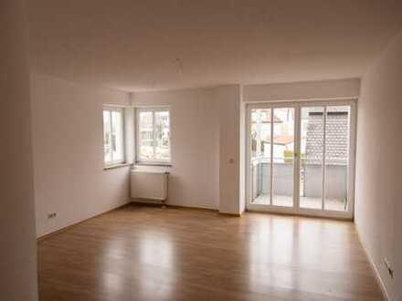 Renovierte 2-Zimmer-Wohnung mit Balkon und EBK (auf Wunsch) in Neuburg
