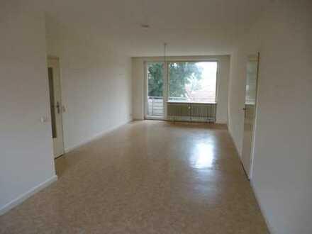 Geräumige 4-Zimmer-Wohnung mit Balkon im Zentrum!
