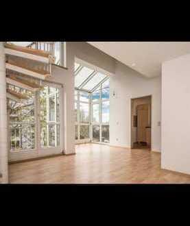 Sonnige Galeriewohnung möbliert mit Balkon und TG/ High ceiling Appartement fully furnished