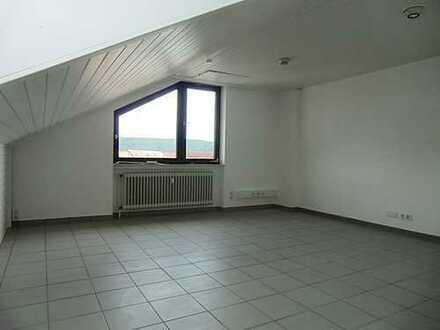 Geräumige, attraktive 2,5 Zimmerwohnung mit viel Tageslicht