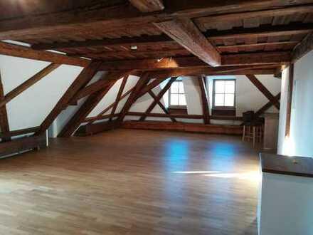 Altstadtjuwel 3-Zimmer-DG-Wohnung mit Terrasse und Einbauküche