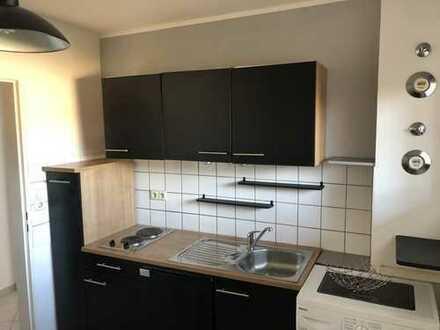 Teilmöblierte 2-Zimmer-Wohnung mit Einbauküche und Waschmaschine, WG geeignet, sofort beziehbar