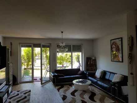 Großzügige Haus-in-Haus Maisonette mit kleinem Garten, Balkon und Einbauküche