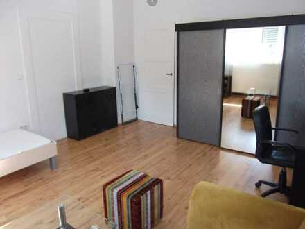 Schönes WG-Zimmer in Altbau ab 1.August in Frankfurt-Niederursel