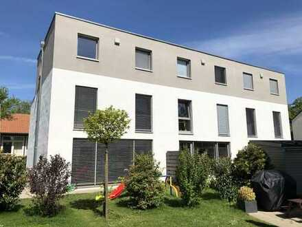 Reihenmittelhaus, Moderne Maisonette Wohnung mit schönem Garten