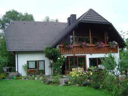 grandioses 2 Familien mit ELW-Architektenhaus mit Seltenheitswert und sinnvollen Krüppelwalmdach