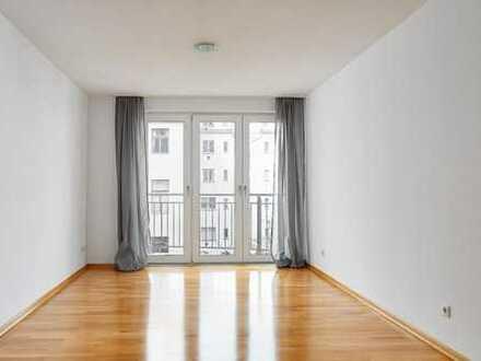 IMMOBERLIN: Toplage! Zentral liegende Wohnung mit ruhigem Südwestbalkon