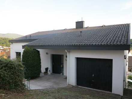 Exklusive Maisonette-Wohnung in aussichtsreicher Höhenlage + Einliegerwohnung