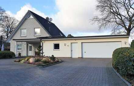 RESERVIERT! modernes Einfamilienhaus mit Doppelgarage und vielseitig nutzbarem Nebengebäude