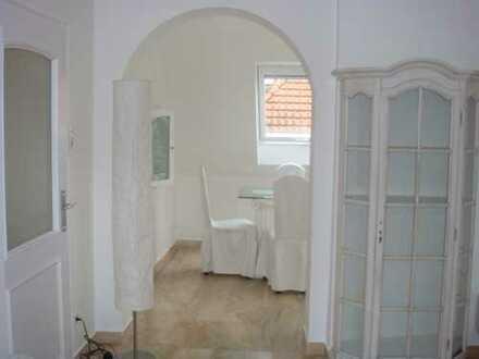 Vollständig renovierte 2,5-Zimmer-Wohnung mit Balkon und EBK in Frankfurt am Main