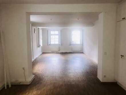 Ihr Büro hinter historischen Mauern! Altbau - hohe Decken!