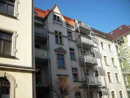 WG-geeignete, sehr schöne 3 Raum Wohnung mit Balkon und Tageslichtbad