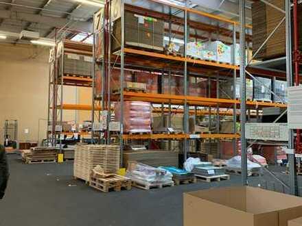 Vielseitig nutzbar   Beheizt   Lagerfläche   Produktionsfläche   Regale   1.550 m   teilbar