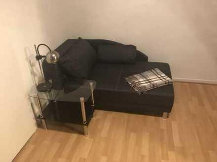 1-Zimmer-Wohnung mit Küche in Krefeld. Nähe FH und Helios an Studentin.