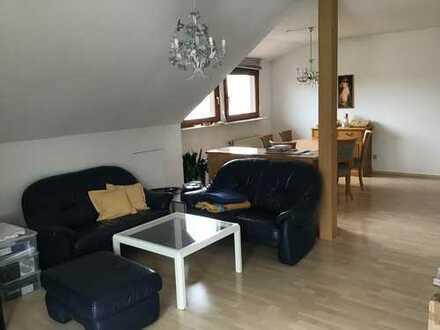 Nette DG Wohnung, ideal für Single oder Ehepaar
