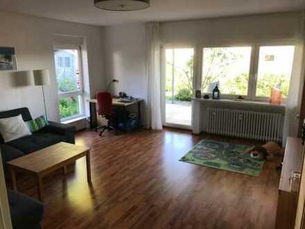 Helle, gepflegte 3,5 Zimmer Erdgeschosswohnung mit Garage und Terrasse