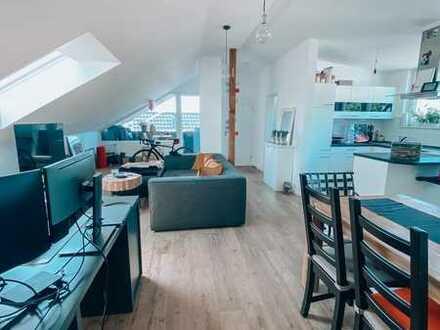 Vollständig renovierte 2-Zimmer-Dachgeschoss-Wohnung mit Balkon in Göppingen