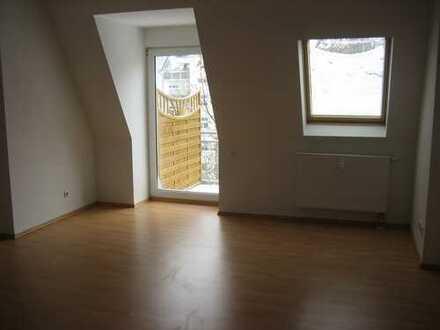 212/12 - Vermietete 3-Zimmer-Dachgeschoss-Maisonette-ETW in Plauen (Ostvorstadt)