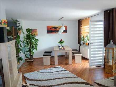 **Moderne 3-Zimmer-EG-Wohnung mit Terrasse und Garage**  ab 01.01.2021
