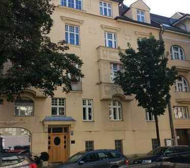HERZOGPARK ca. 58,70qm 2 Zi Altbauwohnung, Parkett, kein Balkon!