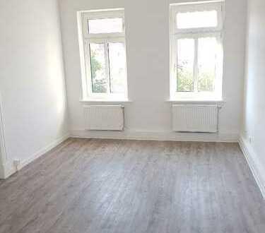 Schicke 3-Raum-Altbauwohnung mit klassischem Schnitt & großem Balkon **Erstbezug n. Kernsanierung**