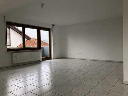 Schöne 3,5 Zimmer Wohnung mit Balkon in Pleidelsheim, im Kreis Ludwigsburg