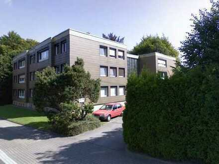 Renoviertes 1-Zimmer-Apartment (teilmöbliert) mit neuer EBK direkt am Ophofspark