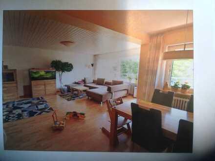 Gepflegte 3,5-Raum-Wohnung mit Balkon und Einbauküche in Hemsbach