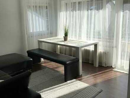 Stilvoll Möblierte 2-Zimmer-Wohnung mit Balkon und Einbauküche in Aidlingen