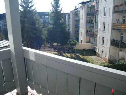 4 Raumwohnung mit Balkon; Bad mit Fenster; Laminat!!!