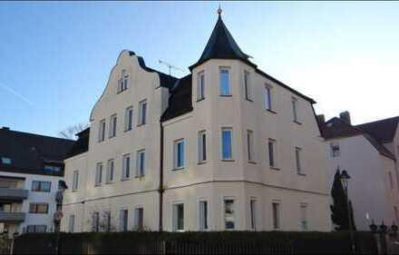 *Eine feine Sache, interessantes Mehrfamilienhaus mit 6 Whg. u. großer Garage*