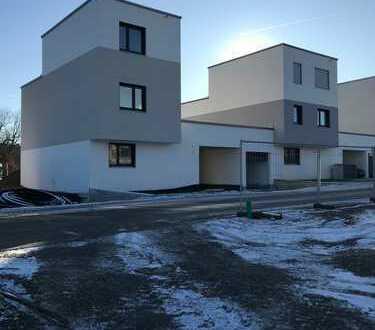 großzügiges Kettenhaus mit großen Terrassen sucht Erstmieter