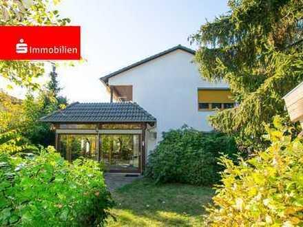 Gepflegtes Einfamilienhaus mit separater Einliegerwohnung und schönem Garten!