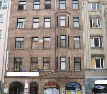 Citynähe! Zentral gelegen und sehr helle 4-Zimmer Wohnung (EBK, 4.OG ohne Lift, PKW-Stellplatz)