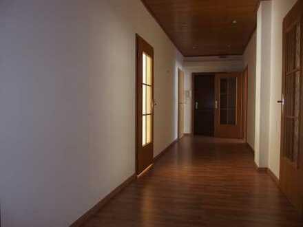 Sie suchen eine 4 Raum Wohnung mit Balkon in Annaberg-Buchholz ...?