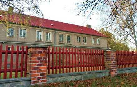 Gewerbegrundstück/Lagerplatz, Verwaltungsgebäude mit 10 massiven Garagen!