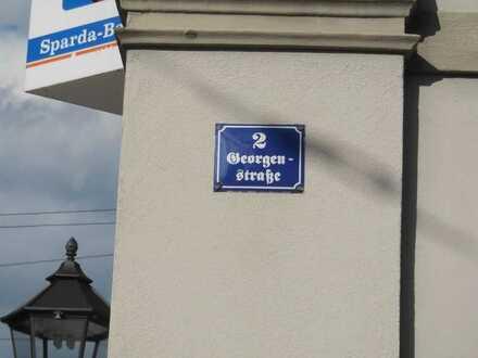 **Wer das Besondere liebt**4-Raum Wohnung mit Stellplatz direkt am Georgenplatz zu vermieten **