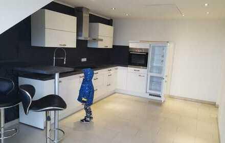 *Attraktive 3-Zimmer-DG-Wohnung in Duisburg nach Sanierung sofor frei*