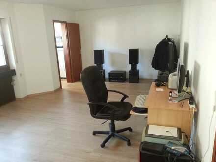 Exklusive, geräumige 1-Zimmer-Wohnung mit Balkon in Stuttgart