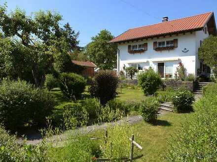***Liebevoll renoviertes Einfamilienhaus, mit einem tollen Ausblick, sucht seine Familie***!