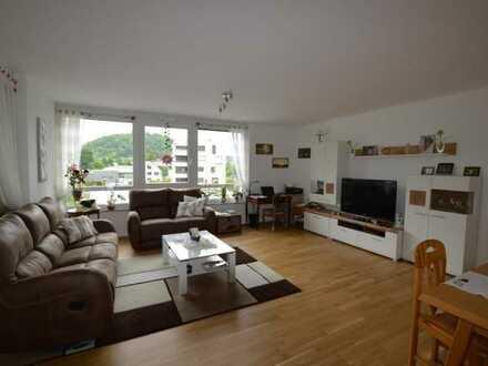 Seniorenwohnung - Wunderschöne, großzügige Wohnung mit zwei Balkonen