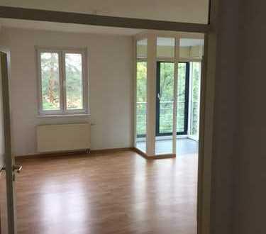 Helle 3-Raum-Wohnung mit Wintergarten und Balkon