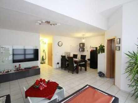 Helle 2,5 Zimmer-Wohnung mit Balkon zu verkaufen!