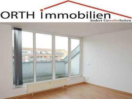 3 Zimmer Dachgeschoss Wohnung mit Sonnenbalkon und Aufzug - WG geeignet