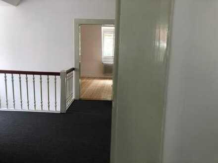 2 oder 3 Zimmer in Dachgeschoss 11-Zimmer Villa mit Garten, Berufstätigen-WG