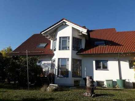 **Sonnendurchflutetes Einfamilienhaus in Adelsried - Top Zustand**
